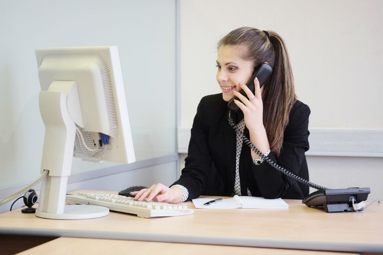 Requires A Receptionist Or Front Office Executive