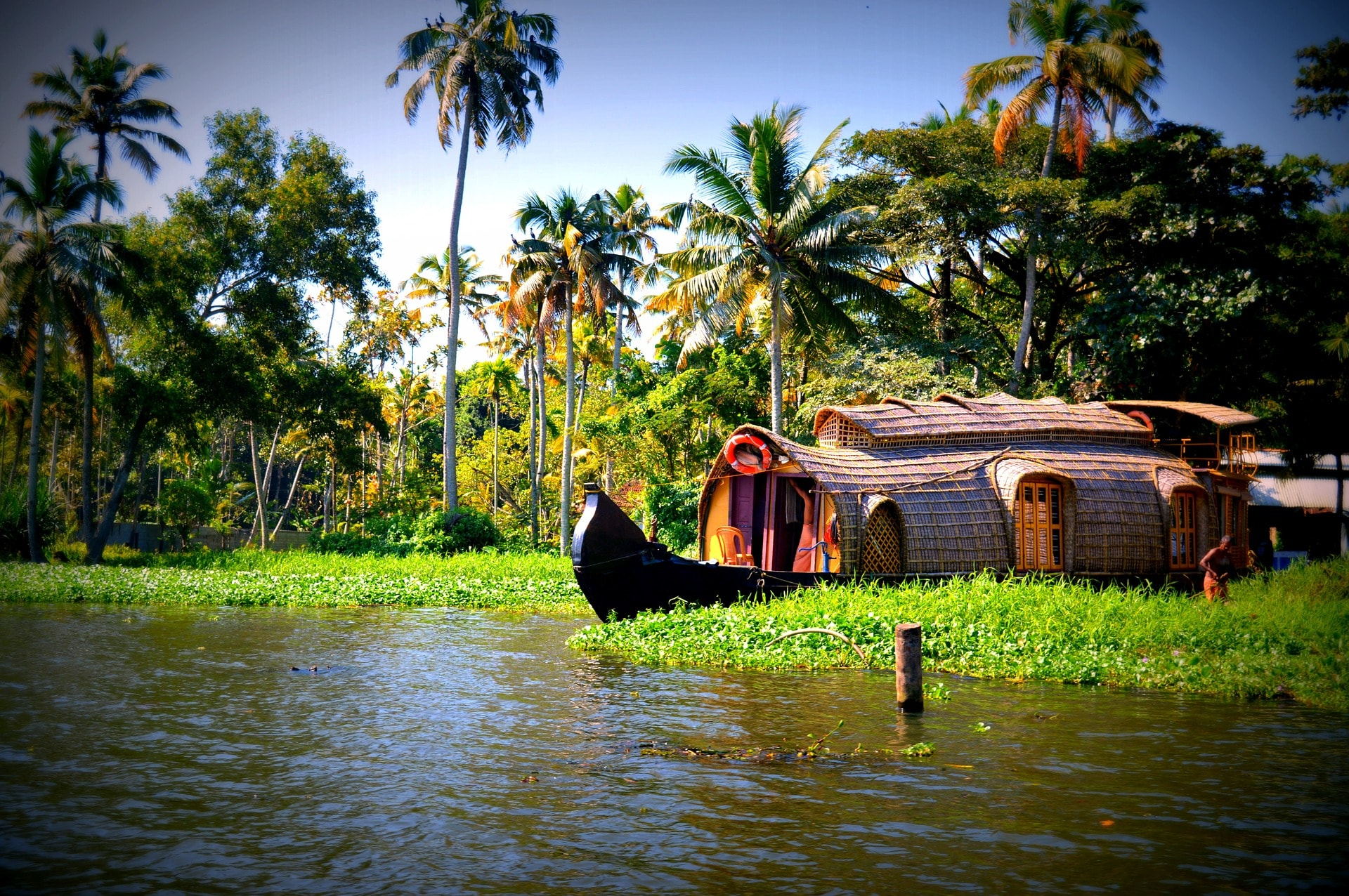 Alleppey Houseboat Tariff, Houseboats Booking Price / Rates in Kerala Houseboat and Houseboat Food Menu Vegetarian / Non Veg Recipes in Alleppey