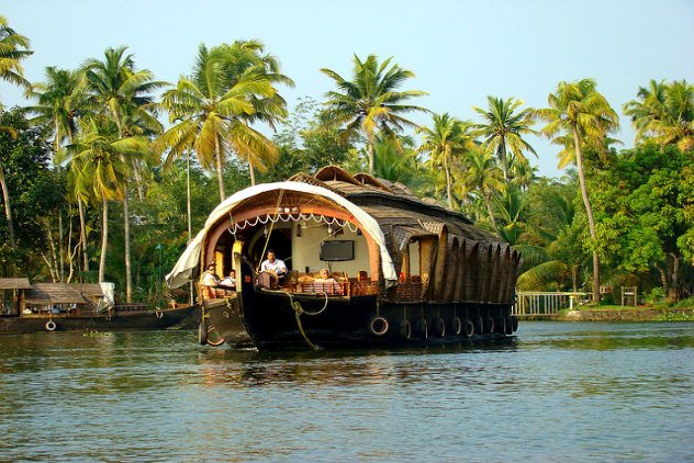 Kerala Houseboats, Alleppey Houseboat, Boat house price for kerala packages